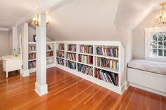 Small baby room: ideas to make this little corner special - Home Fashion Trend Wall Bookshelves, Built In Shelves, Built Ins, Bookcases, Attic Renovation, Attic Remodel, Attic Conversion Bedroom, Eaves Storage, Rustic Bookcase