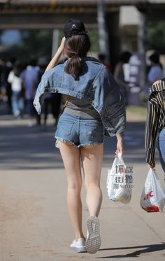 微博 Hot Pants, Asian Beauty, Denim Skirt, Mini Skirts, Shorts, Tops, Fashion, Moda, La Mode