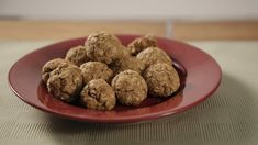 These all-natural peanut butter banana oat balls are high in protein fiber and flavor In this video learn how to make this healthy snack that is easy to make and totally portable Peanut Butter Banana Oats, Peanut Butter Roll, Natural Peanut Butter, Healthy Sweets, Healthy Dinner Recipes, Healthy Protein, Skinny Recipes, Diabetic Recipes, Healthy Foods