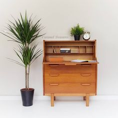 Stunning mid century modern bureau in great conditio. Retro writing desk perfect for small spaces. Retro Furniture, Upcycled Furniture, Painted Furniture, Furniture Ideas, Retro Bedrooms, Retro Living Rooms, Mid Century Modern Decor, Mid Century Modern Furniture, Home Decor Bedroom