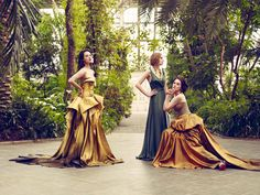 Downton Abbey stars Jessica Brown-Findlay, Laura Carmichael and Michelle Dockery don designer couture in Kew Gardens for Vogue magazine Jessica Brown Findlay, Michelle Dockery, Downton Abbey Cast, Downton Abbey Fashion, Dan Stevens, Lady Sybil, Laura Carmichael, Sister Poses, Vogue Uk