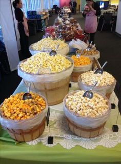 Popcorn buffet 2 … - Home Page One of our favorite ways to serve popcorn - in bushel baskets. Rustic but functional. The most epic of Candy and Popcorn Buffets! Perfect for weddings or large corporate events Planning a fancy popcorn bar for a movie nigh Popcorn Bar Party, Wedding Popcorn Bar, Diy Popcorn, Wedding Snack Bar, Popcorn Station, Wedding Foods, Cheap Party Food, Unique Wedding Food, Wedding Food Bars
