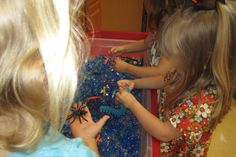 October #sensory_table, Sensory bin.  Centipedes, spiders, rubber bugs and water beads.  Can get them at the dollar store or the floral dept. at Joannes Fabric.