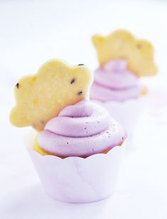 La La Lavender & Lemon Cloud Cupcakes by Sweetapolita. Beautiful and creative cupcakes. The mix of flavours sounds delicious. Buttermilk Cupcakes, Lemon Cupcakes, Yummy Cupcakes, Biscuit Cupcakes, Lemon Cookies, Mini Cupcakes, Lavender Cupcakes, Pastel Cupcakes, Cupcake Recipes