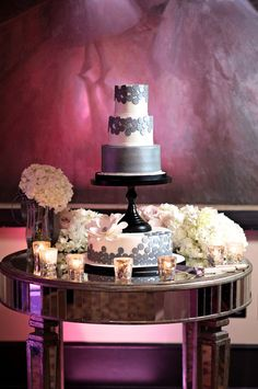 The #weddingcake was decorated with shimmering #grey #fondant #circles and an oversized #flower with a sparkling center. Photography by: Kristen Weaver Photography