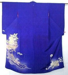 Irotomesode          (色留袖): single-color kimono, patterned only below the waistline. Irotomesode with five family crests are the same as formal as kurotomesode, and are worn by married and unmarried women, usually close relatives of the bride and groom at weddings and a medal ceremony at the royal court. An irotomesode may have three or one kamon=family crests. Those use as a semi-formal kimono at a party and conferment.