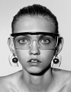 Molly Bair by Richard Burbridge for Dazed Magazine Summer 2015 2 Molly Bair, Richard Burbridge, X Project, Dazed Magazine, Lunette Style, Ray Ban Sunglasses Outlet, Sunglasses 2016, Dazed And Confused, Editorial Fashion