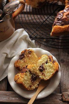 Chec cu nuca de cocos si nutella Nutella, Coco, French Toast, Muffin, Breakfast, Desserts, Blue Prints, Morning Coffee, Tailgate Desserts