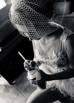 """Ρομαντικά νυφικά δαντέλα : """"d.sign by Dimitris Katselis"""" real bride . Κοντό νυφικό με γαλλική δαντέλα απλικαρισμένη στο μπούστο και φούστα από φτερά στρουθοκαμήλου."""