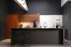 Inspiration comptoir de cuisine Studio Interior, Interior Design, Interior Inspiration, Kitchen Inspiration, Kitchen Ideas, Kitchen Shelves, Kitchen Design, Kitchen Modern, Decoration