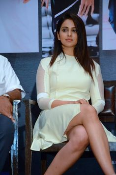 Rakul Preet Singh actress thunder thighs sexy legs images and sexy boobs picture and sexy cleavage images and spicy navel images and sexy bi. Popular Actresses, Hot Actresses, Beautiful Actresses, Indian Actresses, Alia Bhatt Photoshoot, Photoshoot Pics, Punjabi Actress, Bollywood Actress Hot, Bollywood Bikini