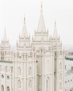Salt Lake Temple photographed by Heather Architecture Antique, Beautiful Architecture, India Architecture, Architecture Panel, Drawing Architecture, Architecture Portfolio, Architecture Design, Travel Photographie, A Darker Shade Of Magic