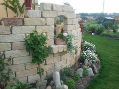 Mediterrane Mauer um Terasse - Wohnen und Garten Foto