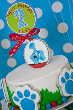 A Blues Clues birthday party.  Why not also throw in a scavenger hunt to entertain older children?  They can help Blue decipher the clues!  (Project Nursery)