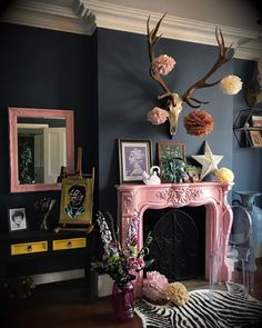 Home Decoration For Living Room Gouts Et Couleurs, Estilo Kitsch, Living Room Decor, Bedroom Decor, Home Interiors And Gifts, Interior Minimalista, Dark Interiors, Beautiful Living Rooms, Home And Deco
