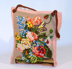 friedchensshop.dawanda.com: Die Tasche ist aus sommerlichem, rosafarbenem Stoff. Auf der Vorderseite ist ein großes Bild aufgenäht mit einem bunten Blumenstrauss.  Dieses Gobe...