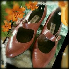 """Vintage Valerio Valentini leather italian shoes Mary Jean style with about 2"""" heels. Size is 36.5.  Might need a little work on the botton of heels.  Over all in a great condition. Valerio Valentini Shoes"""