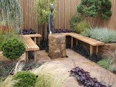 Kleinen Garten anlegen - Pflastersteine und Ziergräser