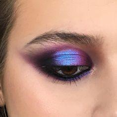 How To Create Stunning Eye Makeup For Beginners Emo Makeup, Hair Makeup, Makeup Eyes, Nigeria Fashion, Korean Eye Makeup, Asian Makeup, Winged Eyeliner Tutorial, Korean Makeup Tutorials, Purple Eyeshadow