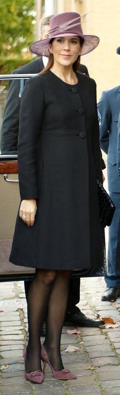 maternity dress - love the coat