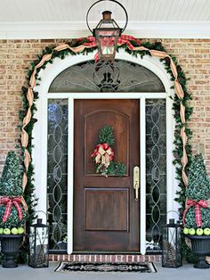 You can never go wrong with an arrangement of Christmas decorations. Give your door a special holiday touch with these creative holiday decorating ideas for your doorway.