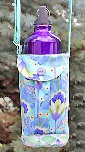 Walker's Water Bottle Sling Pattern by WhistlePig Creek Productions - This is definitely on my list of things to make for the hikers in my life! Diy Bottle, Bottle Bag, Water Bottle, Bottle Carrier, Walker Accessories, Bag Accessories, Wheelchair Accessories, Fabric Bags, Sew Bags