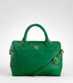 Visit Tory Burch to shop for Robinson Satchel . Find designer shoes, handbags, clothing & more of this season's latest styles from designer Tory Burch. Fashion Bags, Fashion Accessories, Green Purse, Best Handbags, Tory Burch Bag, Cute Bags, Everyday Fashion, Designer Shoes, Ballet Flats