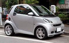En italie les moyens de transport sont limite car les rues sont souvent très étroites alors ils achetent des petites voitures comme la smart ou encore des scouteurs peugeo.
