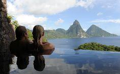 Pasa tus vacaciones en Santa Lucía y disfruta de las impresionantes vistas del hotel Jade Mountain Resort. Lea más en http://www.momondo.es/inspiracion/habitacion-con-vistas-12-hoteles-de-lujo-con-unas-vistas-impresionantes/#8ICPpkJPQ6ZYzXGA.99