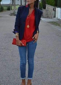 Blazer azul escuro e jeans