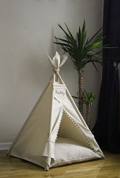 We also do simpler projects for pets, with cozy pillow, all made of durable and highly aesthetic materials. Teepee Dog Bed, Diy Teepee, Teepee Kids, Teepee Tent, Cat House Diy, Girl Birthday Decorations, Baby Art, Diy Stuffed Animals, Easy Projects