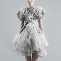 Дизайнер одежды Yiqing Yin