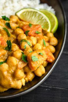 Pikantne curry z dynią i ciecierzycą składników) - Wilkuchnia Yams, Lunches And Dinners, Tofu, Shrimp, Food And Drink, Veggies, Pizza, Tasty, Meat