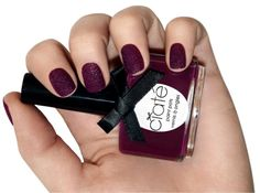How to do a velvet manicure