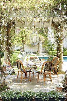 10 Favorite Outdoor Dining Spaces #pergola #trellis