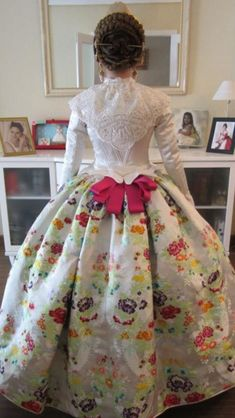 Indumentaria valenciana 17th Century Fashion, 18th Century Dress, Historical Costume, Historical Clothing, Vintage Dresses, Vintage Outfits, Period Outfit, Folk Costume, Rose Dress