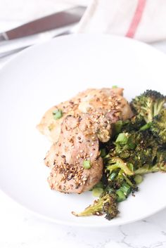Sheet Pan Chicken and Broccoli is a perfect weeknight meal for the whole family. It uses minimal ingredients, little prep time, and requires no cleaning!  http://www.foodpleasureandhealth.com/2017/01/sheet-pan-chicken-and-broccoli.html