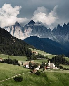 Val Di Funes, Dolomites, Italy Photography by @guerelsahin