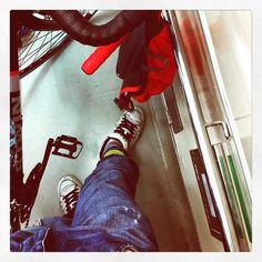 işe giderken metroda bir köşede #bisiklet #cycle2work #bicycle #cycling #bike - https://www.facebook.com/photo.php?fbid=10153128182762476&set=a.10150504291277476.376476.585597475&type=1 #facebook