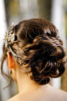 Stunning bridal updo! / Pepper Nix Photography See more on www.rusticfolkweddings.com/2015/04/11/aspen-gold-inspiration-shoot/