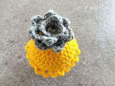 Eierwärmer Ostern gelb graue Blume Spitze von SeaHomeDesign auf Etsy