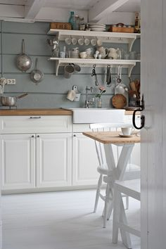 Simple farmhouse style kitchen with open shelving Farmhouse Style Kitchen, Rustic Kitchen, Country Kitchen, New Kitchen, Kitchen Interior, Kitchen Dining, Kitchen Decor, Kitchen Cabinets, Cozinha Shabby Chic