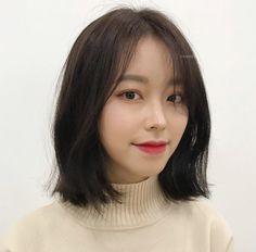 플리츠컷 Medium Hair Cuts, Short Hair Cuts For Women, Medium Hair Styles, Curly Hair Styles, Hairstyles Haircuts, Pretty Hairstyles, Asian Bob Haircut, Iu Hair, Japanese Haircut