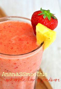 Ananassmoothie med æble, lime og jordbær