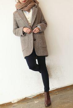 Tweed jacket, camel scarf. Need to head to goodwill to find a nice tweed coat.