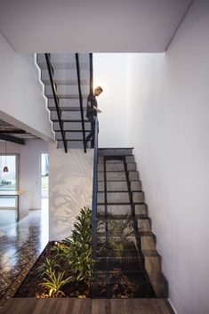 Image 3 of 26 from gallery of Nido House / Estudio PKa. Photograph by Alejandro Peral Stairs Architecture, Interior Architecture, Interior Design, Staircase Outdoor, Escalier Design, Metal Stairs, House Stairs, Under Stairs, Staircase Design