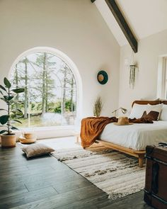 Bright boho bedroom with arched window overlooking the trees # Wohnen ideen Boho Bedroom arched bedroom Boho Bright Ideen overlooking trees window wohnen Boho Chic Bedroom, Home Decor Bedroom, Bedroom Ideas, Diy Bedroom, Bedroom Rugs, Minamilist Bedroom, Bedroom Modern, Minimal Bedroom, Bohemian Bedrooms