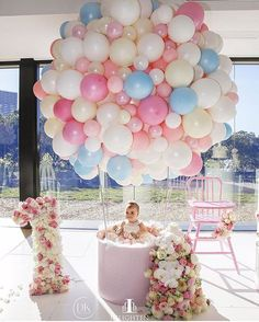 This is so pretty . This little angel (MIA) is making wish this was my party. With a birthday party like this who wouldn't wish they were a year old? Planning & styling @dianekhouryweddingsandevents | balloons @partysplendour | custom balloon structure/base @partyatmosphere | flowers @crazyaboutflowers | high chair @tiny_tots_toy_hire | photography @inlightenphotography | venue @olivetoristorante #dkevents #weddingsonpoint