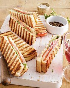 Panini mit Schinken und Paprika Rezept: Paprikaschote,Rucola,Parmesan,Sandwichtoast,Remoulade,Schinken