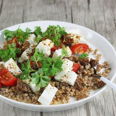 Sałatka z kaszą gryczaną | AniaGotuje.pl Cobb Salad, Feta, Food And Drink, Dairy, Favorite Recipes, Cheese, Foods, Drinks, Side Plates
